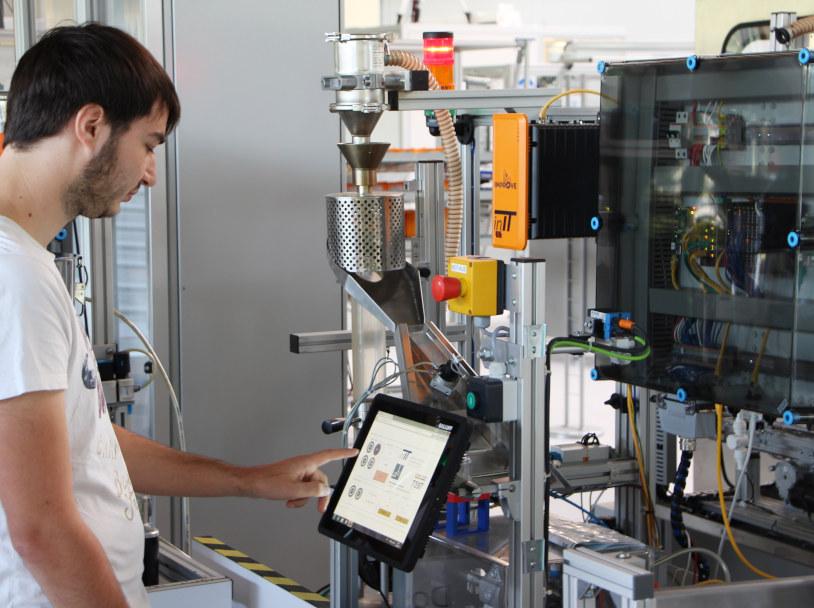 Erlebe eine LabTour in der SmartFactoryOWL!